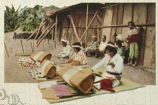 原住民婦女織布